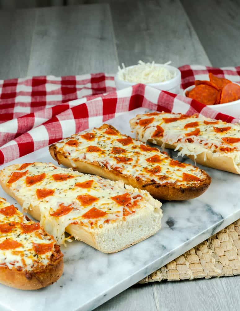 This pizza is made in the air fryer using a loaf of French bread. It is brushed with butter and garlic mixture and topped with sauce, pepperoni, and cheese. #airfryerpizza #frenchbreadpizza #frenchbread #pizza #instantpotvortex #vortexplus #instantpotairfryer #pepperoni #cheesepizza #frenchbreadloaf