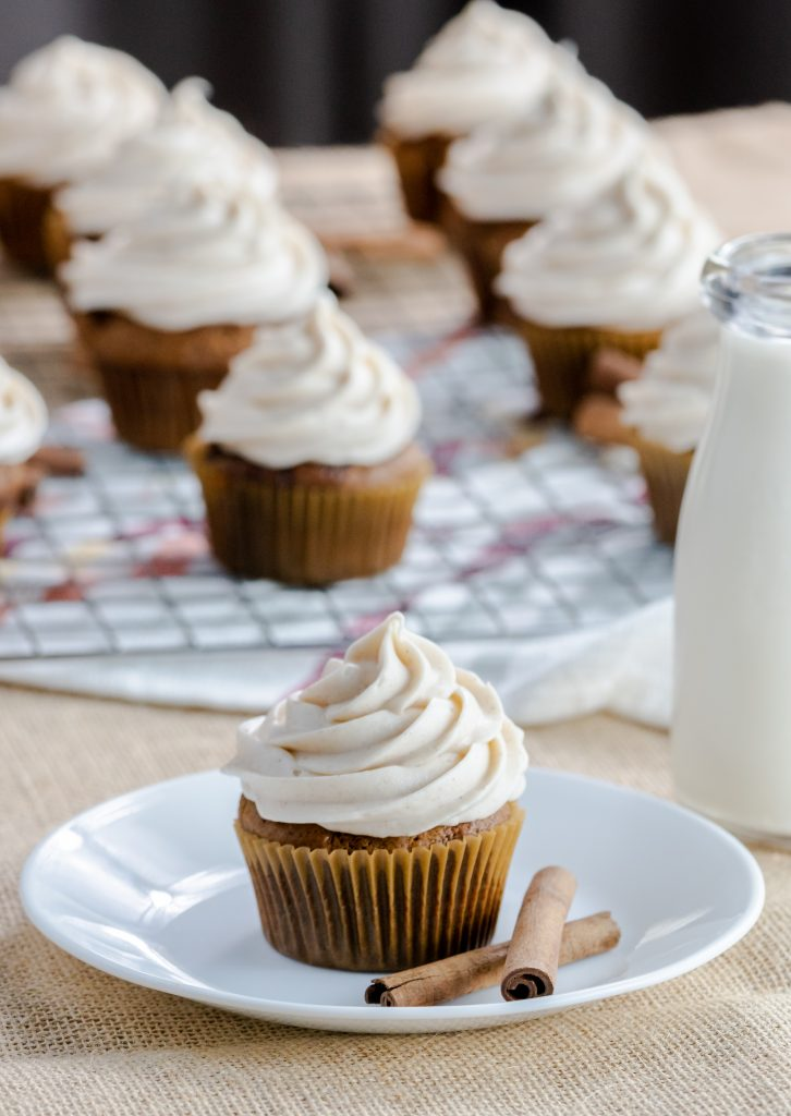 Cupcakes with delicious gingerbread spices. Topping this gingerbread classic flavor is a spiced buttercream frosting.
