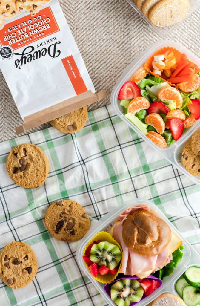 Fun, easy, and creative ideas to send your child back to school with a packed lunch. With a little imagination and creativity, you can have a lunch that your kids will enjoy eating!