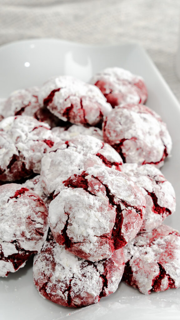 Platter of crinkle cookies coated with powdered sugar.